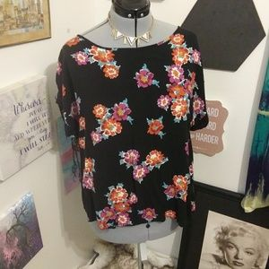 ❤4 for 25❤Black floral blouse